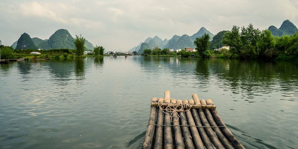 guilin-bamboo-boat