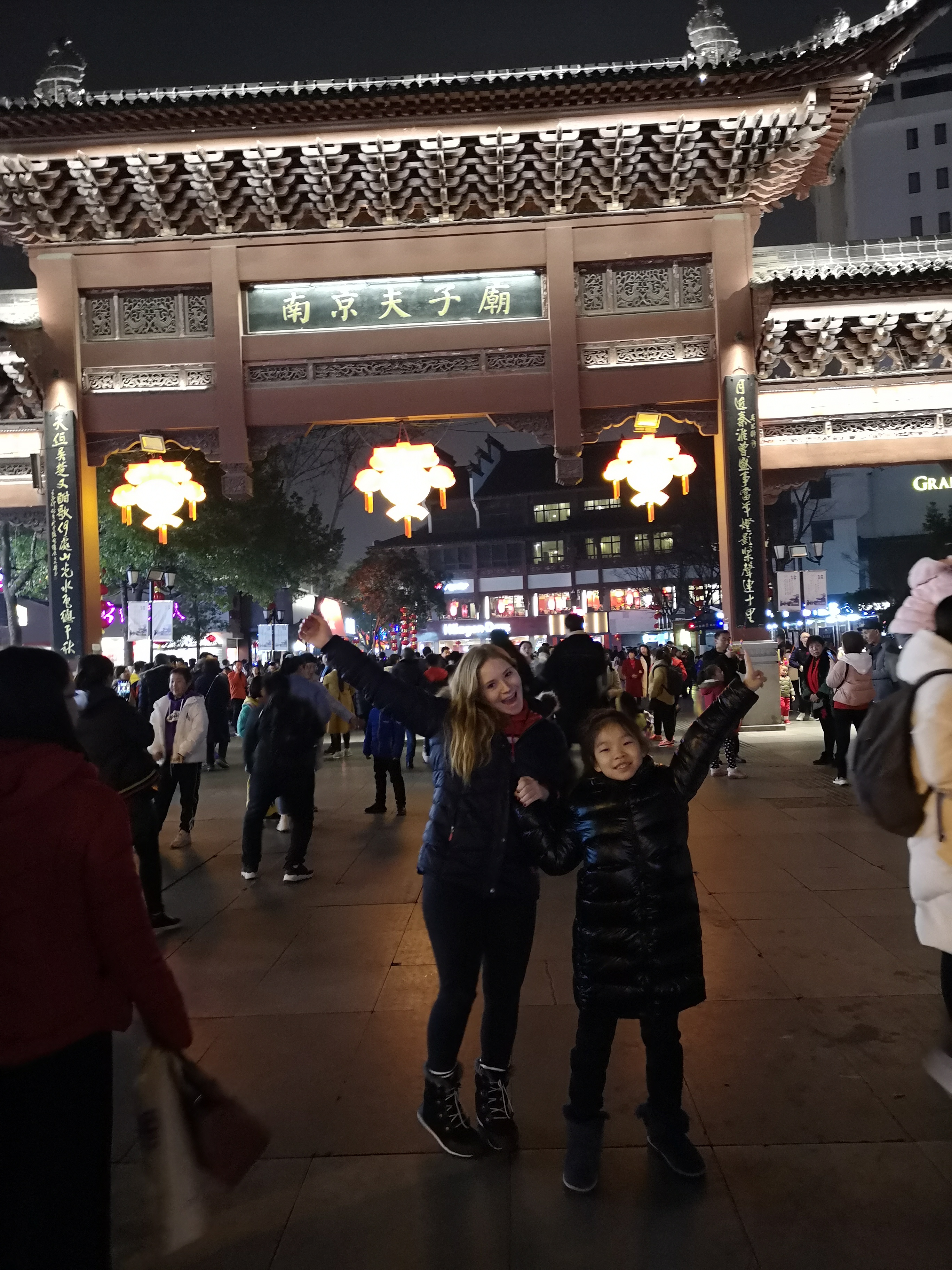 live with a Chinese family in Shanghai